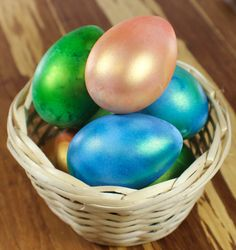 Looking for a way to decorate your Kitchen or Bakery for Easter? We have a quick and easy solution for you - Chefmaster® airbrushed craft eggs! These décor pieces are cheap to make, will last for years and are a festive way to decorate!