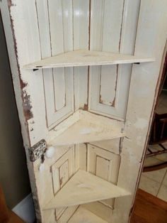 Vintage Ideas corner shelf unit made of old door. - Learn how to turn an old door into a corner door shelf! Great way to reuse an old door and decorate that empty corner. A Great DIY! Furniture Projects, Home Projects, Diy Furniture, Furniture Plans, Farmhouse Furniture, Furniture Dolly, Street Furniture, Furniture Design, Furniture Makeover
