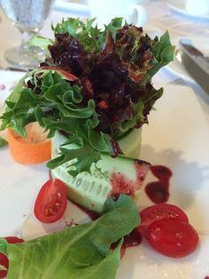 Super quick tips to dress up your summer salad! Salad Dressing Recipes, Salad Recipes, Salad Dressings, Wine Recipes, Vegan Recipes, Vegan Food, Marinade Sauce, Walnut Salad, Summer Salads