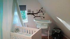 Babykamer styling. Prachtige mintgroene behang tak van Kidzbrand.