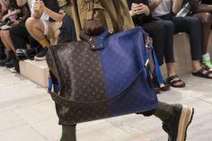 Louis Vuitton Spring 2018 Men's Fashion Show Details - The Impression Louis Vuitton Shoes, Louis Vuitton Handbags, Louis Vuitton Monogram, Men Fashion Show, Trendy Fashion, Mens Fashion, Blue Suit Brown Shoes, Handbags For Men, Spring