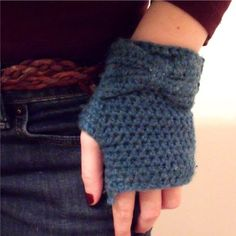 I made these gloves a few weeks ago for myself and now all my friends are requesting them!  I used Red Heart Eco-ways yarn in Peacock, but ...