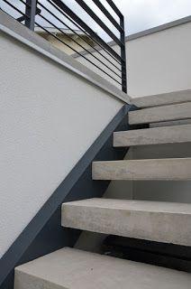 Escalier contemporain réalisé avec des marches en forme de L ...
