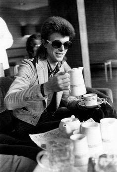 David Bowie has a cuppa.