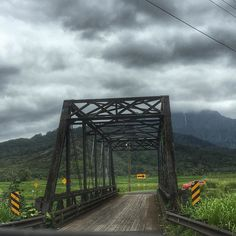 On the road to #hanalei beautiful scenery abounds. Only one car at a time can cross. #vacation #beach #kauai #vacationrental #vacation2016 #relaxationdestination VRBO.com/613734 by harbaughholidayhomes from Hanalei Bay, Kauai on April 18, 2016 at 05:34PM