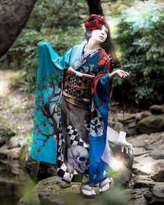 私は嫋やかなポージングが好き。 もうすぐ崩れ落ちそうな位の。  着物・オブジェ制作:重宗 玉緒 フォトグラファー:アレキサンダー 麻美(蕾写真館) スタイリスト:福智 知子(蕾写真館) ヘアメイク:浦林 克生(ボニート) ムービーフォトグラファー:安部 道岳 モデル:川原 マリア  #j #japan #japanese #japanesegirl #kimono #きもの #キモノ #着物 #重宗玉緒 #蕾写真館 #川原マリア