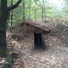 When SHTF if you have an underground bunker in your backyard, you are going to be a lot safer than your complacent neighbors. Here's how to build one. Bushcraft Camping, Camping Survival, Outdoor Survival, Survival Prepping, Survival Skills, Emergency Preparedness, Underground Bunker Plans, Underground Shelter, Underground Homes