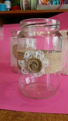 Βαζάκι με λινατσα και λουλούδι