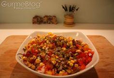 Akdenizin neşesini ve lezzetini sofranıza getiren Mısırlı ve Biberli Çeşni GurmeBlog'da:  http://www.gurmeblog.com/index.php/misirli-ve-biberli-cesni/
