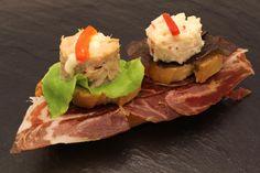 Mousse de bonito + Ensalada de marisco + Base de pan tumaca con jamón ibérico