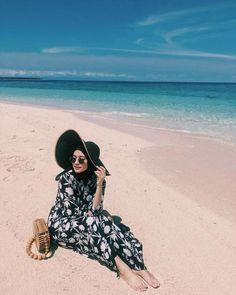 OOTD hijab untuk ke pantai – N&D – Hijab Fashion 2020 Casual Hijab Outfit, Ootd Hijab, Hijab Chic, Hijab Fashion Summer, Modern Hijab Fashion, Hijab Fashion Inspiration, Hijab Fashionista, Outfit Essentials, Cute Lounge Outfits