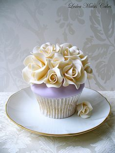 Ivory Roses Cupcake | Flickr - Photo Sharing!