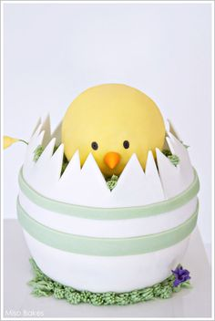 Spring Chick - DIY Easter Cake by Miso Bakes     TheCakeBlog.com