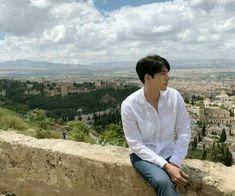 "Hyun Bin in ""Memories of the Alhambra"". Asian Celebrities, Asian Actors, Korean Actresses, Korean Actors, Korean Dramas, Joo Won, Drama Memes, Park Shin Hye, Cha Eun Woo"