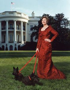 Famous Scottish Terriers: Barney and Miss Beazley with First Lady, Laura Bush at The White House, what a classy lady indeed! Presidents Wives, American Presidents, American History, Fashion Articles, Fashion Tips, Ladies Fashion, Fashion Fashion, French Fashion, Fashion Styles