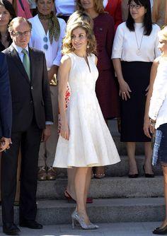 Biberones, jefes, maridos... Doña Letizia alza su voz más reivindicativa