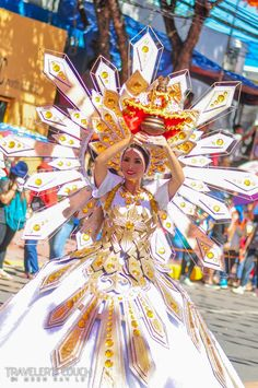 SINULOG A Guide to Cebu Philippines' Grandest Festival! Mardi Gras Costumes, Carnival Costumes, Dance Costumes, Masskara Festival, Sinulog Festival, Philippines Cebu, Philippines Culture, Festival Costumes, Festival Outfits