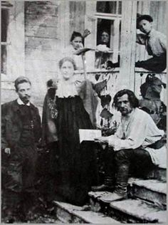 "duino-elegies: ""Rainer Maria Rilke and Lou Andreas Salomé visiting the poet Spiridon Drojin in Russia "" Rainer Maria Rilke, Sigmund Freud, Friedrich Nietzsche, Writers And Poets, Book Of Hours, Poems, Selfies, Alma Mahler, People"