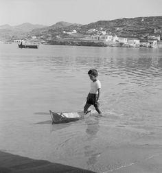 Mykonos island, Photo by Petros Brousalis Paros Greece, Athens Greece, Vintage Pictures, Old Pictures, Greece History, Myconos, Old Time Photos, Greece Pictures, Mykonos Island