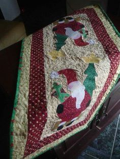 Quilts, Blanket, Bed, Christmas Themes, Stream Bed, Quilt Sets, Blankets, Log Cabin Quilts, Beds