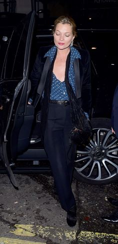 See Kate Moss's best street style photos. Die Queen, Queen Kate, Moss Fashion, Fashion Photo, Fashion Details, Estilo Kate Moss, Kate Moss Hair, Kate Moss Style, Street Style Looks