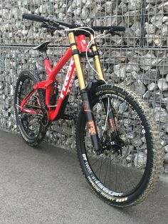 Trek Session 9.9 2016 Hellboy Custom Edition