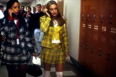 Stacey Dash (as Dionne Davenport) and Alicia Silverstone (as Cher Horowitz) in one of the sleeper hits of the Clueless, a film by Amy Heckerling, 1995 Clueless 1995, Clueless Fashion, Clueless Outfits, Diy Outfits, 90s Fashion, Fashion Trends, Clueless Costume, Clueless Style, Dionne Clueless