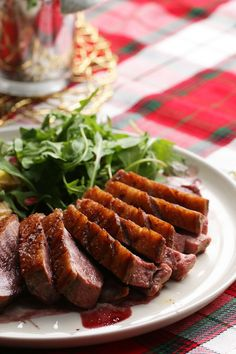 Seared Crispy Skin Duck Breast With Red Wine Sauce and Duck Fat Fried Potatoes Recipe by Tasty Potato Recipes, Meat Recipes, Dinner Recipes, Cooking Recipes, Healthy Recipes, Game Recipes, Crispy Duck Recipes, Chicken Breast Recipes Healthy, Chicken Recipes