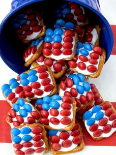 These fun Patriotic Pretzel Bites are the perfect dessert for a of July Party, a Memorial Day BBQ or an Olympics viewing party. So easy to make and so sweet, salty and delicious. This yummy of July treat is a true crowdpleaser. Pin this of July 4th Of July Desserts, Fourth Of July Food, 4th Of July Party, Holiday Desserts, Holiday Treats, July 4th, Holiday Recipes, Patriotic Desserts, Patriotic Party