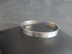 """Bracelet jonc """"Lili"""" argenté motif trèfle à 4 feuilles : Bracelet par bijou-lie"""