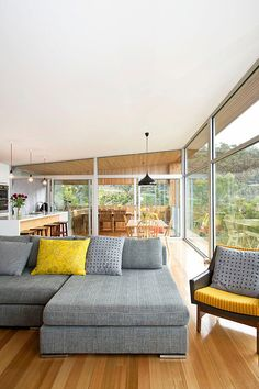 Modern pad floats along sheer slopes in Tasmania: Highway House