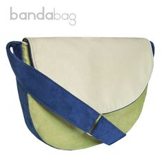 Midi shoulder bag.