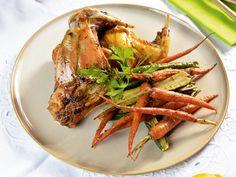 Ötletek az ünnepi asztalra: sárgarépával és cukkinivel sült nyúlcomb | Nők Lapja Shrimp, Turkey, Food, Recipes, Turkey Country, Eten, Recipies, Ripped Recipes, Meals