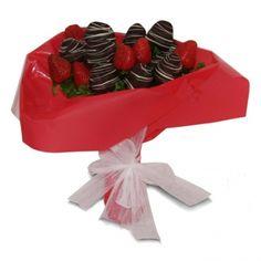 Sevdiğinize bir demet çilek buketi göndermeye ne dersiniz?  Bu üründe sade ve çikolatalı çilek kullanılmaktadır.