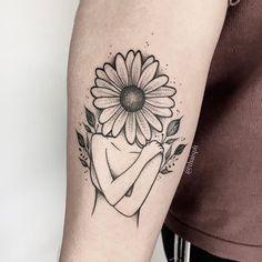 Learn more about tattoo styles and the work of Thaís Politi - thaisplt (Tattoo artist). Sun Tattoos, Love Tattoos, Body Art Tattoos, Small Tattoos, Geometric Tattoo Pattern, Geometric Tattoos, Pineapple Tattoo, Universe Tattoo, Sunflower Tattoos