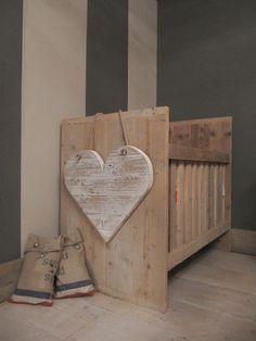 Love the heart Baby Bassinet, Baby Cribs, Nursery Room, Kids Bedroom, Scaffolding Wood, Diy Crib, Rustic Nursery, Rustic Crib, Decoration Inspiration