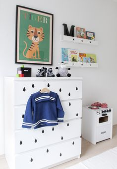 decals on dresser: what a great idea!!