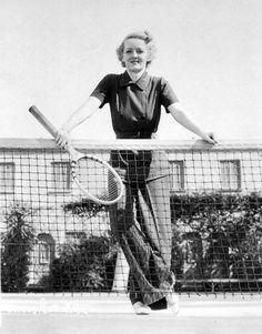 Bette Davis on court