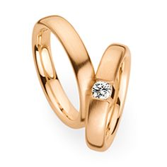 Trauringe Herrenring: Roségold, Breite 4,2 mm, Trauringe Damenring: Roségold, Breite 4,2 mm, 1 Brillant 0,2 ct. www.marrying.at