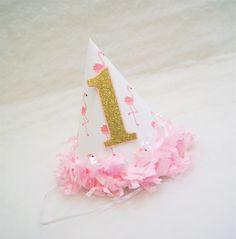 NUEVO sombrero de fiesta Flamingo Rosa con oro brillo - franja de tejido rosa recortar, fiesta de cumpleaños de flamingo, partido de oro y rosa de shoplissy en Etsy https://www.etsy.com/es/listing/278722818/nuevo-sombrero-de-fiesta-flamingo-rosa