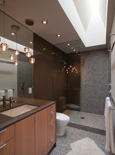 Create a feeling of bathroom space: Floor to ceiling shower tile