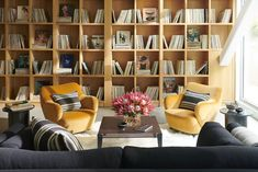 Color schemes that are inspired by winter are charming. Read on for 20 winter color palette ideas to enhance your home. Winter Colors, Warm Colors, Bookshelf Design, Bookshelf Ideas, Dark Blue Green, Black Rooms, Latest Colour, Elle Decor, Cozy House