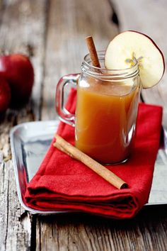 Slow Cooker Apple Pie Cider has all the flavors of a traditional apple pie. A perfect cold weather treat during the Christmas holidays. Slow Cooker Apples, Slow Cooker Recipes, Crockpot Recipes, Fall Recipes, Holiday Recipes, Crockpot Apple Cider, Yummy Drinks, Yummy Food, Fun Drinks