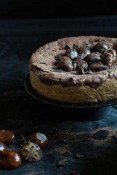 Behalve dat deze chocolade kastanje taart echt waanzinnig lekker is, is het ook nog eens test object geweest voor een donkere shoot. Hier de how-to!