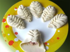 Wrap my fillings with flare! Bread Shaping, Bread Art, Exotic Food, Bread And Pastries, Food Decoration, Russian Recipes, Creative Food, Baking Recipes, Bakery