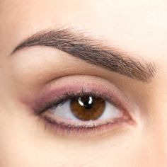 Here's how to apply eyeshadow according to seven eyeshadow tutorials with totally . Eyeshadow Tutorial For Beginners, Eyeshadow Tutorials, Different Types Of Eyes, Makeup Tips, Eye Makeup, How To Apply Eyeshadow, Skin Tips, Makeup Yourself, Makeup Looks