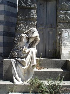 San Miniato in Florence Just sitting before that grave, forever and ever. This cemetery is behind the church of San Miniato in Florence. It was for me one of the hidden highlights of Florence. Cemetery Angels, Cemetery Statues, Cemetery Art, Old Cemeteries, Graveyards, Angels Among Us, Pics Art, Oeuvre D'art, Sculpting
