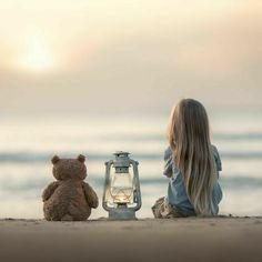 We are contemplating her future life … - Fotos - Fotografie Alone Photography, Girl Photography, Children Photography, Photography Props, Baby Pictures, Cute Pictures, Cute Kids, Cute Babies, Photo Portrait