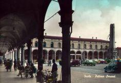 Piazza Matteotti con vista su Palazzo Sersanti e il monumento che finalmente non c'è più (Imola evoluzione della città)