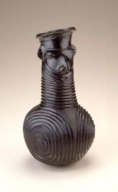 Africa | Vessel from the Zande people of DR Congo | late 19th century | Ceramic, pigment